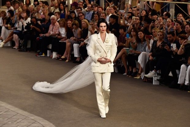 chanel-couture-fall-2015-paris-fashion-week-kendall-jenner